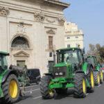 El campo se moviliza: 300 tractores de arroceros reclaman en Valencia un paquete de medidas de apoyo que garanticen su viabilidad 1
