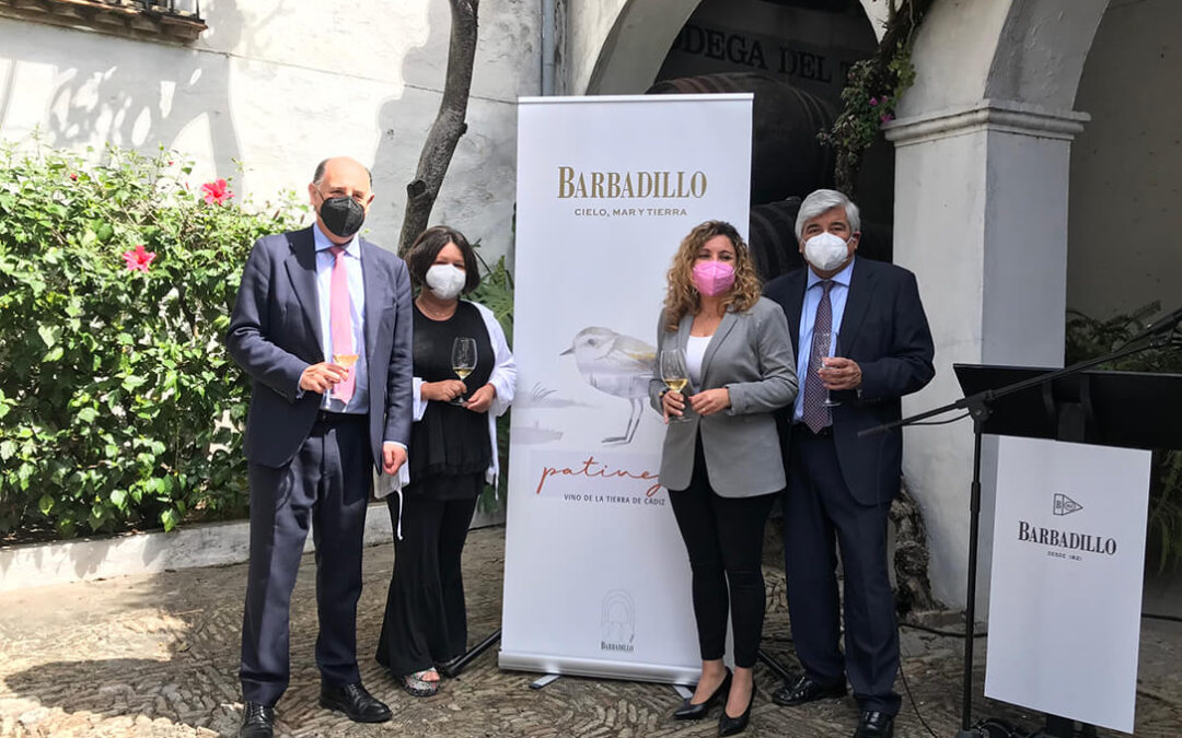 Barbadillo presenta su nuevo vino blanco ecológico: Patinegro, envejecido durante un año en botas de manzanilla