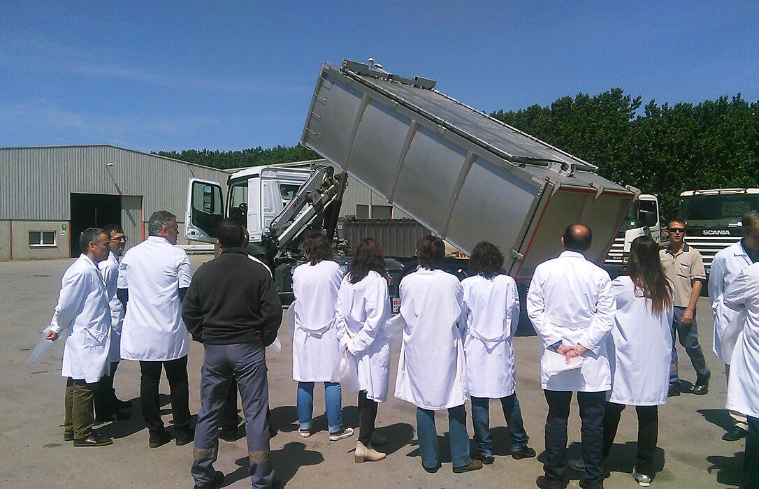 Reclaman más implicación de ENESA y las integradoras en la gestión de la retirada de cadáveres de los animales