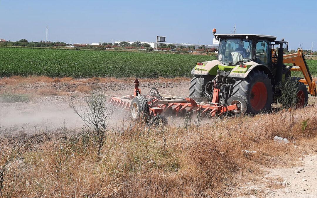La solución más lógica: Piden homologar en bloque los aperos agrícolas remolcados para poder circular sin problemas por la vía pública