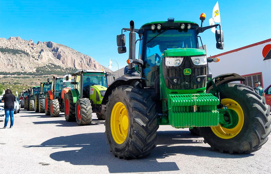 200 personas se movilizan en Los Vélez para reclamar una PAC justa con la agricultura y la ganadería de Almería