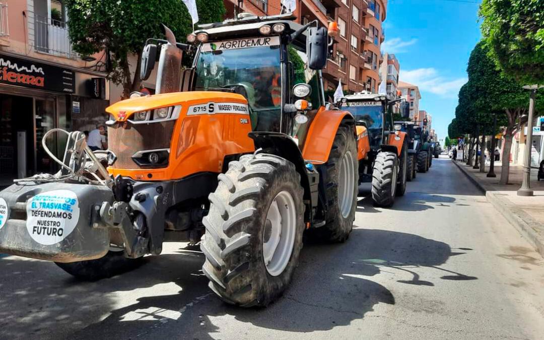 Covid para no mostrar las protestas: La Delegación del Gobierno de Madrid impide la tractorada de regantes contra el recorte del trasvase