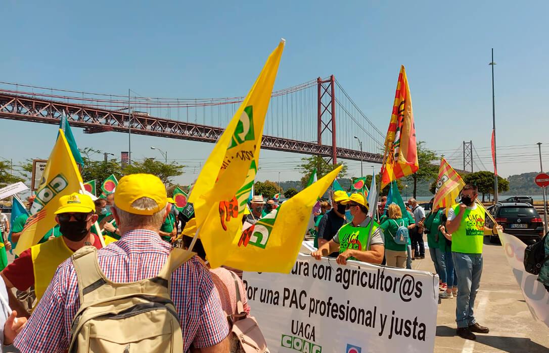 Miles de agricultores se manifiestan ante el Consejo de Ministros de Agricultura en Lisboa por una PAC más justa y solidaria