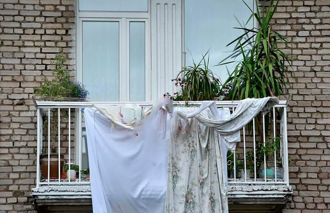 La España Vaciada se rebela: Prendas blancas en los balcones en protesta por el sistema sanitario en el mundo rural