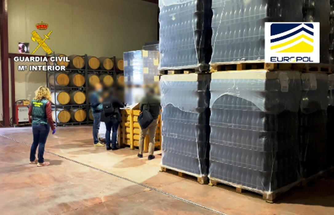 La Guardia Civil detiene e investiga a 120 personas por fraude alimentario en bebidas alcohólicas y vino, miel, carne o semillas