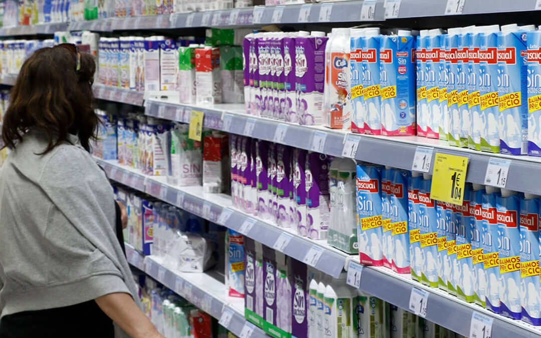 Mercadona no venderá leche por debajo de 60 céntimos, lo que satisface al sector pero no soluciona el problema de rentabilidad