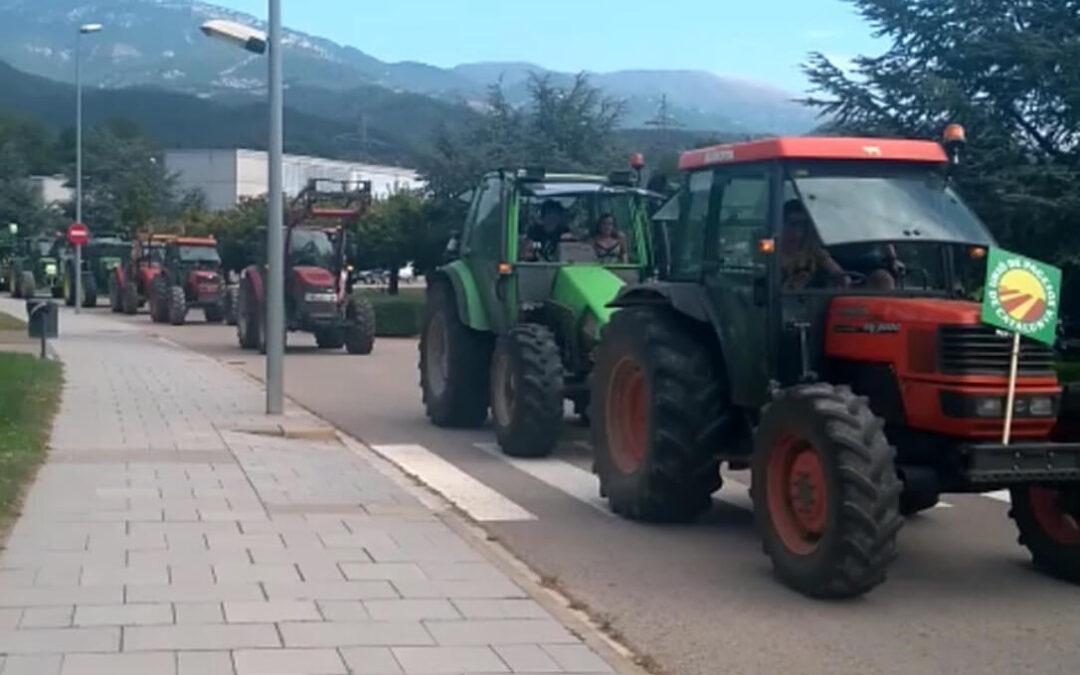 Marcha de tractores en protesta por la multa de 5.500 € por la muerte de 25 sapos y para pedir respeto al sector agrario