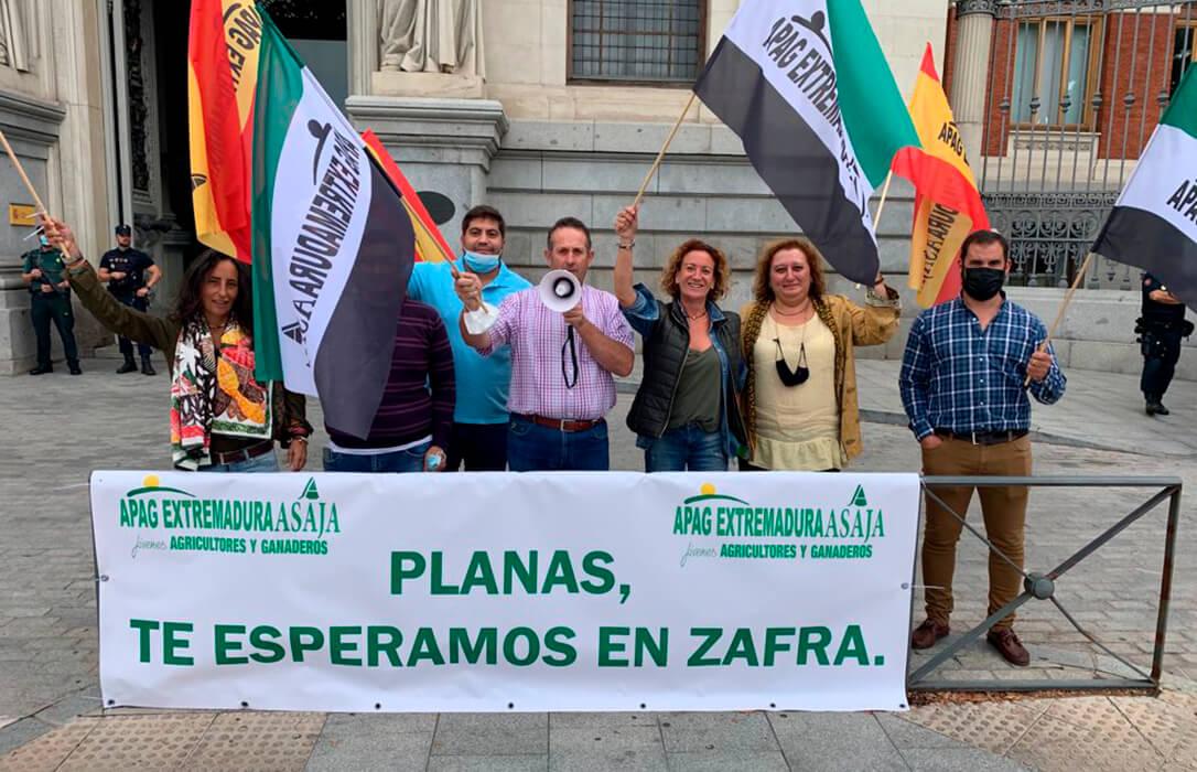 La movilización pasa de Madrid a Extremadura: Convocada una protesta contra Planas en la inauguración de la Feria de Zafra