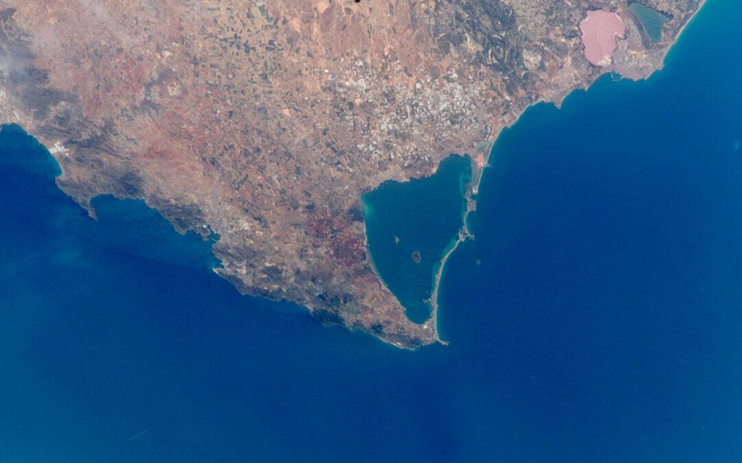 Un informe del Miteco insta a cortar la entrada de fertilizantes agrícolas en el Mar Menor como responsables de su situación