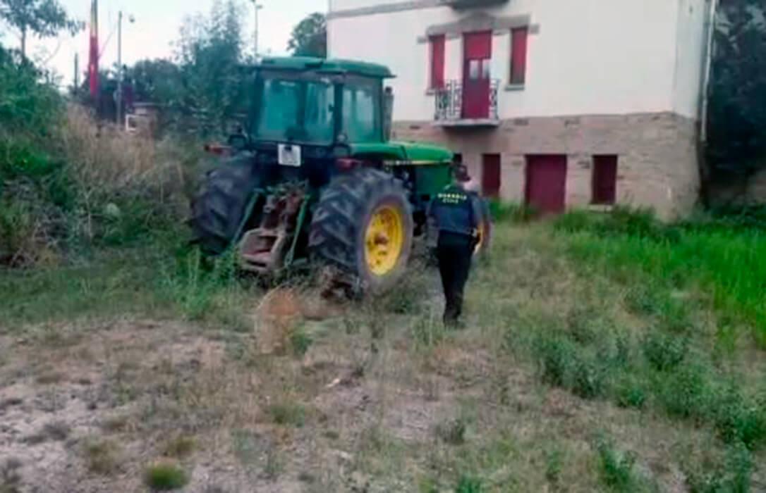 Han tardado diez años pero… recuperado un tractor sustraído en 2011 y detenido un vecino acusado del robo
