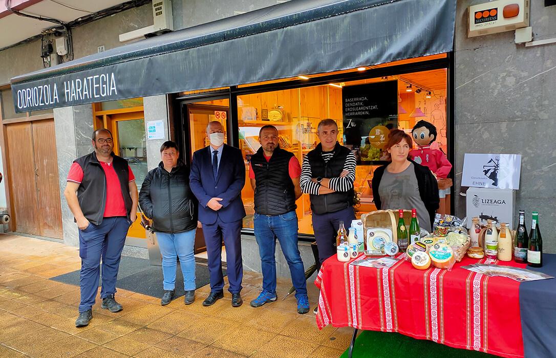 El mercado de proximidad da un nuevo paso en Gipuzkoa al unir a pequeños productores de comida y bebida y pequeños establecimientos
