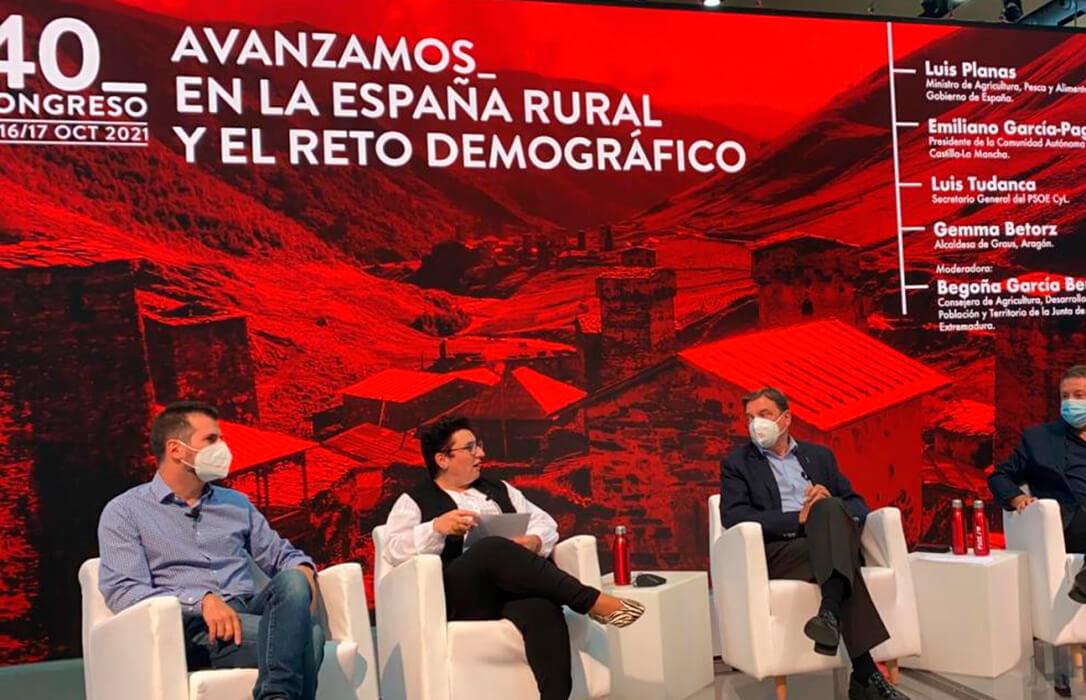 Luis Planas defiende ante el Congreso del PSOE la caza sostenible como elemento de futuro de la España rural