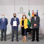 Andalucía da carácter institucional a su oposición a la PAC con una declaración que defiende que la región no pierda presupuesto