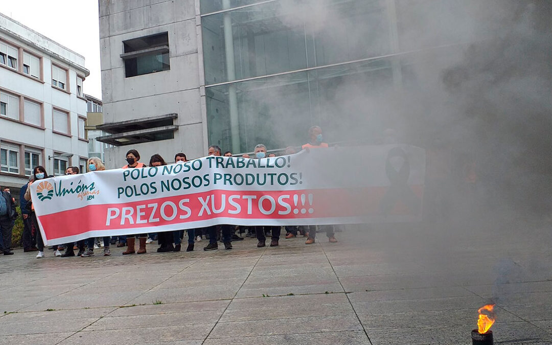 Los ganaderos se concentran en Lugo por precios dignos para la carne y denuncian que cobran 200€ menos por ternero ante de la pandemia